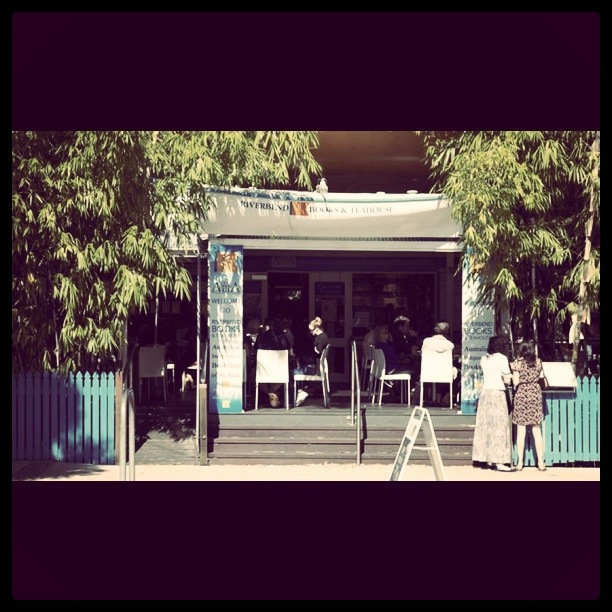 riverbend-books-teahouse-photo-by-www1riverbendbookscomau11